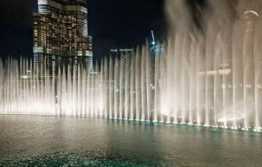 fuentes de Dubai. Via https://arabicguy.wordpress.com/tag/dubai-fountain-information/